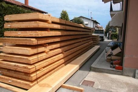 Casa indipendente in legno bbs a due piani a cherasco for Platea per casa in legno