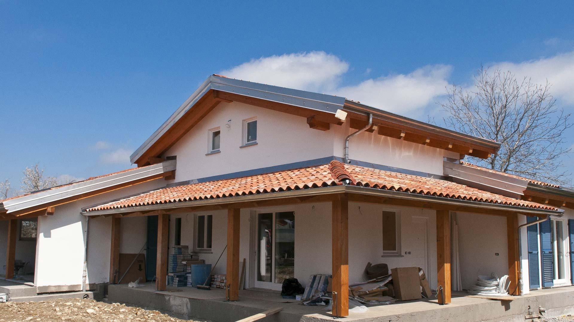 Beinette cuneo casa in legno bbs con autorimessa for Ville con portico in legno