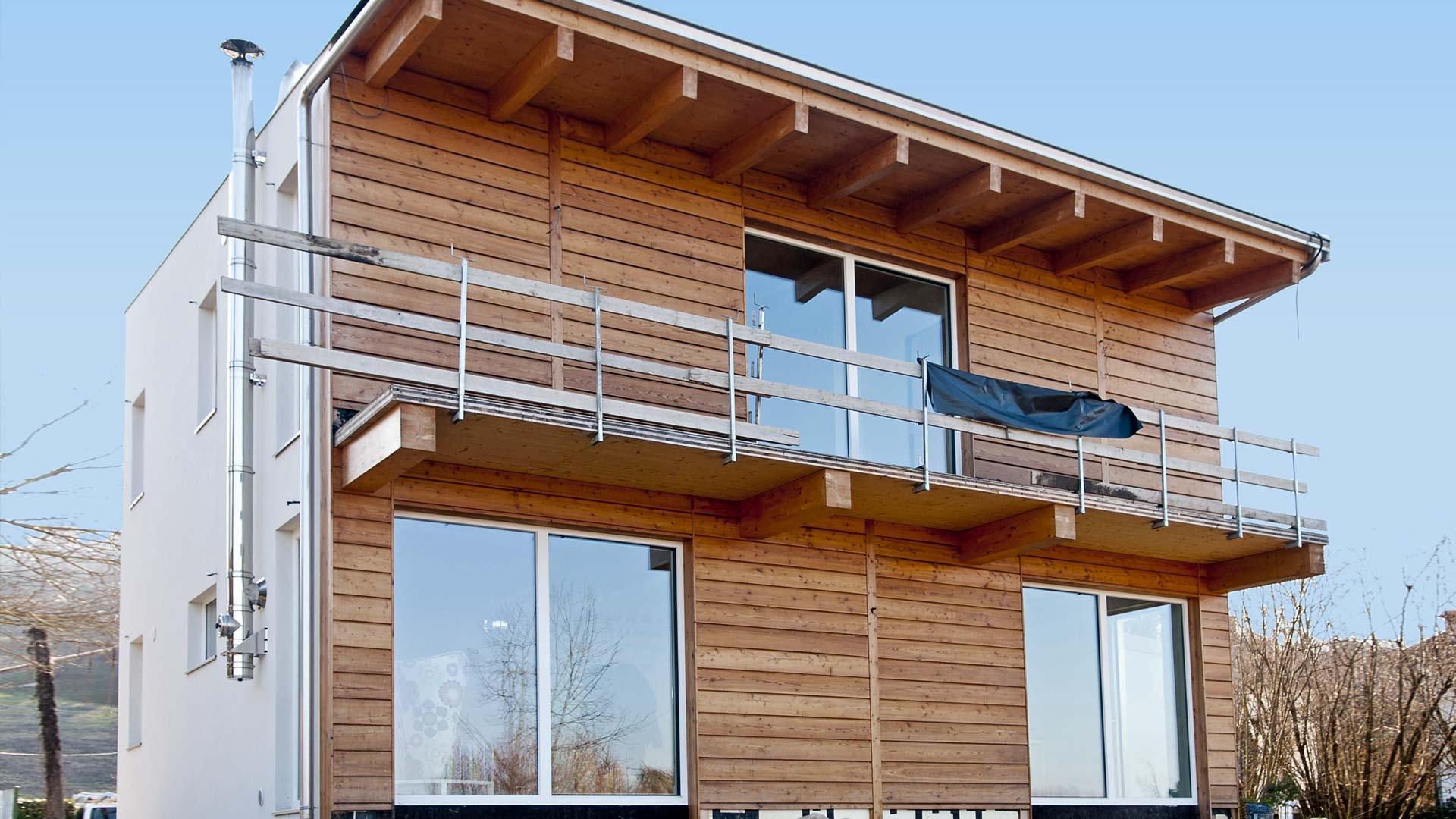 Casa indipendente in legno bbs a due piani a cherasco for Piani a 2 piani