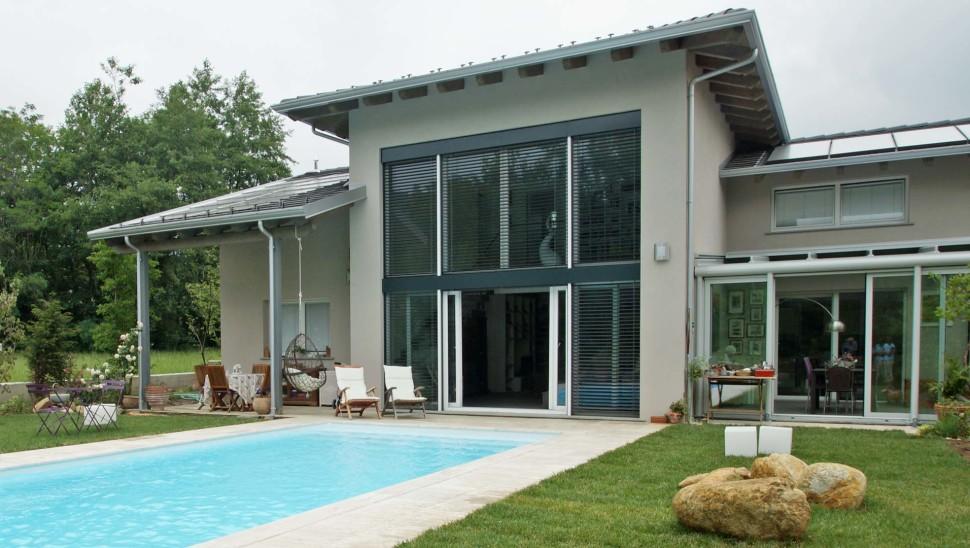 Villa in legno bbs monofamiliare a due piani a giaveno for Ville con portico in legno