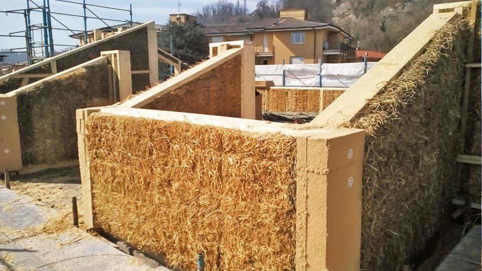 Arona sopraelevazione in legno e paglia bioedilizia for Casa del cantiere
